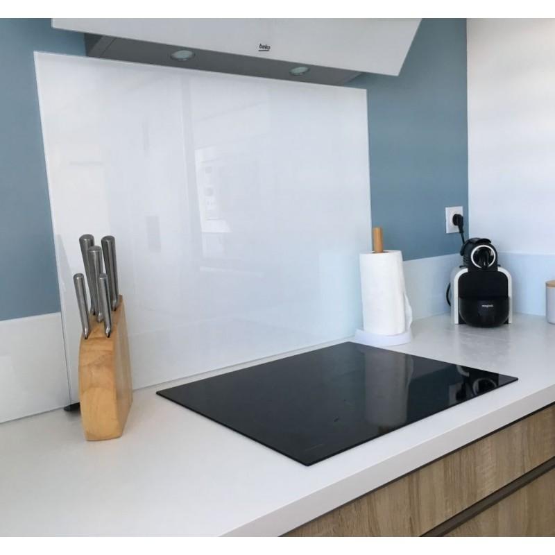 Crédence ou fond de hotte en verre blanc tous types de feux de cuisson induction, gaz, vitrocéramique, électrique