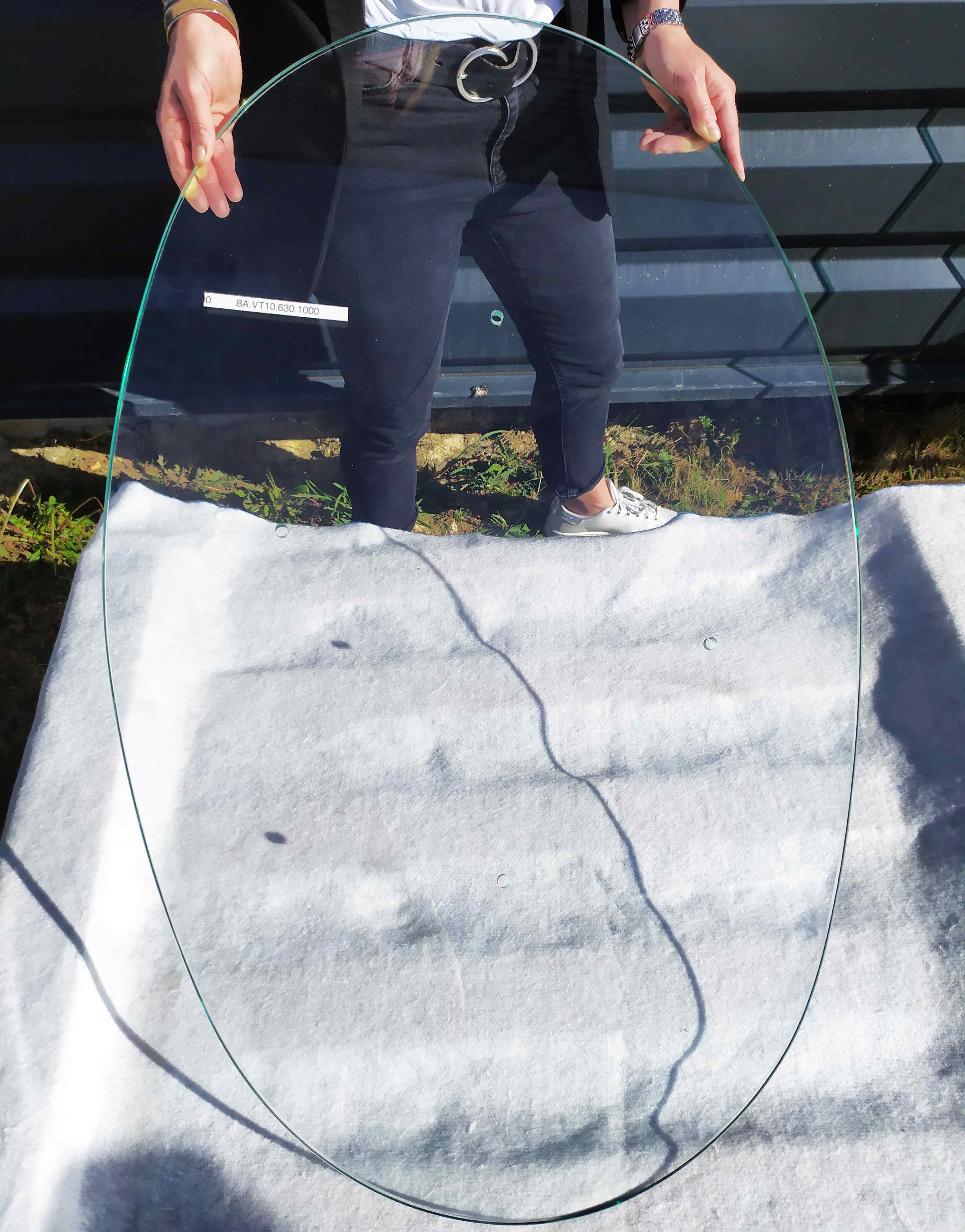 Verre trempé ovale avec perçage 630x1000
